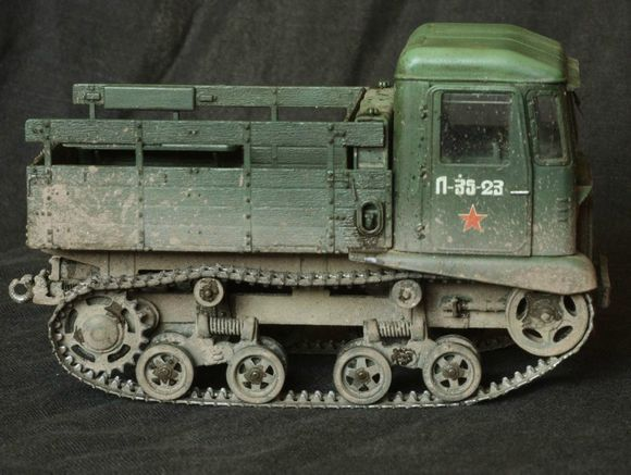 火炮牵引车1937-1942于斯大林格勒拖拉机厂图片