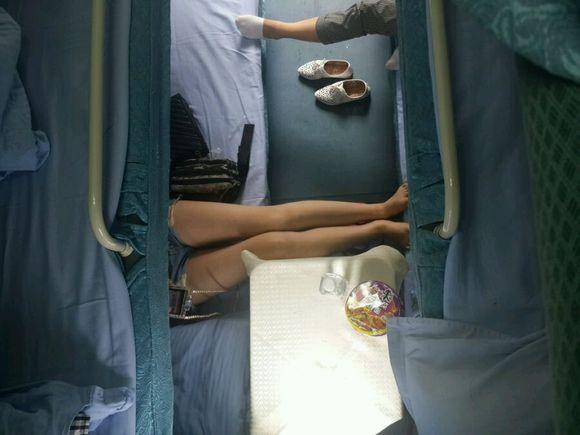 卧铺上拍的 170+长腿美女