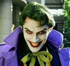 国外漫展上一个小丑的coser图片