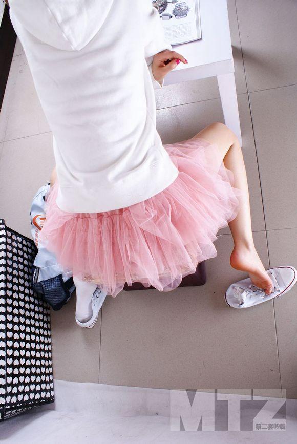 课桌女生:帆布鞋棉袜美脚系列 棉袜脚吧