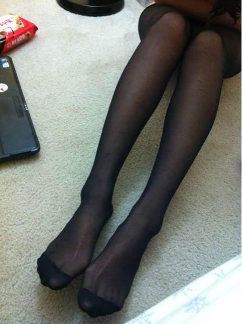 老婆竟然主动要求我把她的丝袜脚放上来?你们有福了