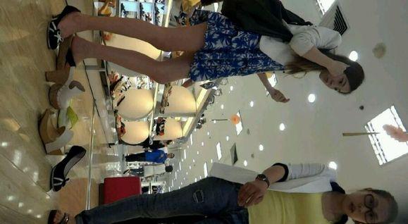 cd商场买鞋子得美女 内内有分泌物!