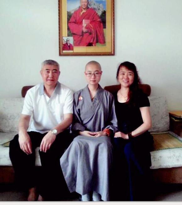 毕业于青岛大学的济南姑娘80后美女大学生出家前后