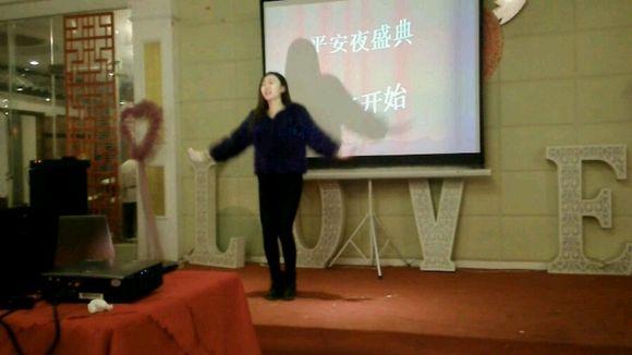 济宁美女跳小苹果 济宁吧