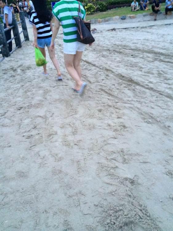 都说海滩美女多 都回去睡觉了吗?