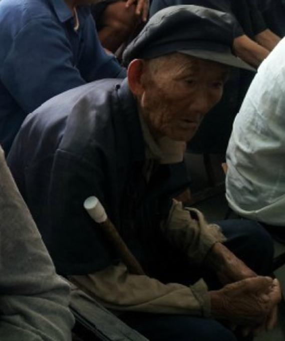为邹东地区互助养老院贫困老人捐赠衣物倡议书