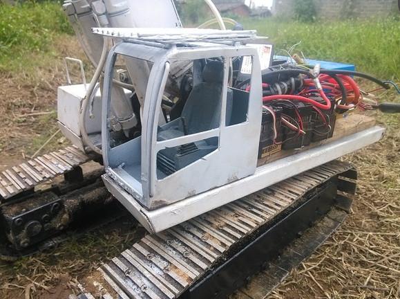 自制卡特385遥控液压挖掘机模型图片