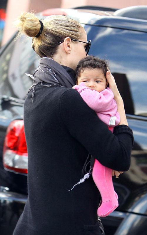 ***黑人美女跟白人帅哥的混血宝宝:哈哈哈*** 竖