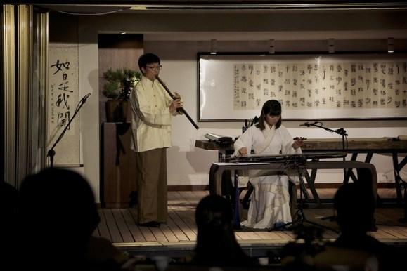 【轻松一下】◆温珊珊着汉服奏古琴~~~好高端的图片