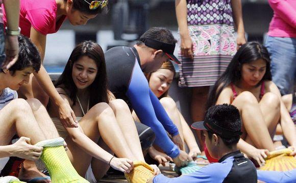 """菲律宾开设""""美人鱼""""游泳课程(高清组图)图片"""
