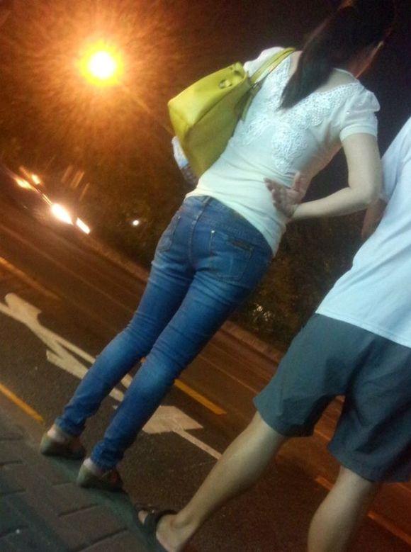 美女两腿之间的缝隙好大 热裤吧