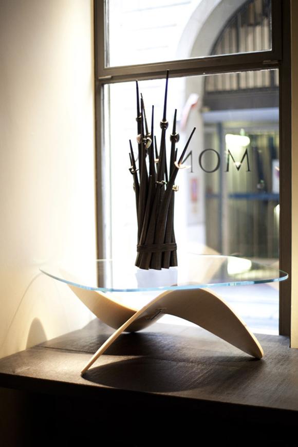 左凡创意家具# 曲木结构与玻璃组合咖啡桌图片