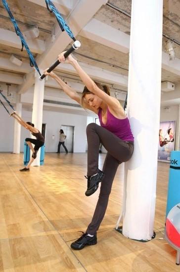 图为米兰达-可儿练瑜伽花絮图片