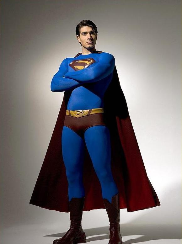 我个人认为还是超人归来里的超人最帅。。