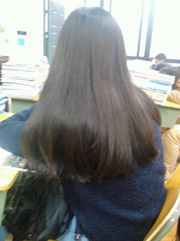 我这种 怎么剪好看 长头发是以前的 那个是现在的 我想剪现在流行的图片