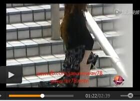 最色最变态的视频 女人夏天出门最好少穿裙子哦!