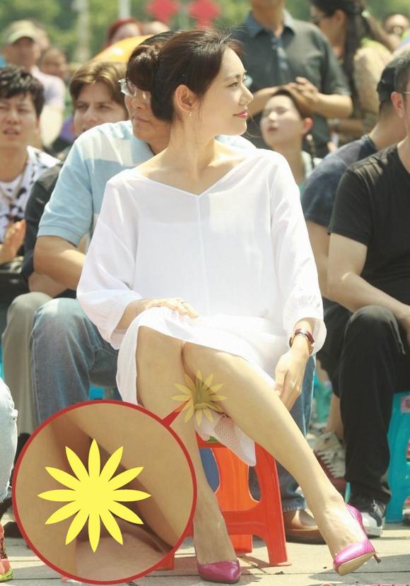据说韩国秋瓷炫美女 出席某乡镇文娱会落座频频泄