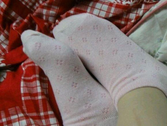 段美女的棉袜脚
