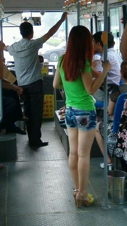 公交车上拍的美女