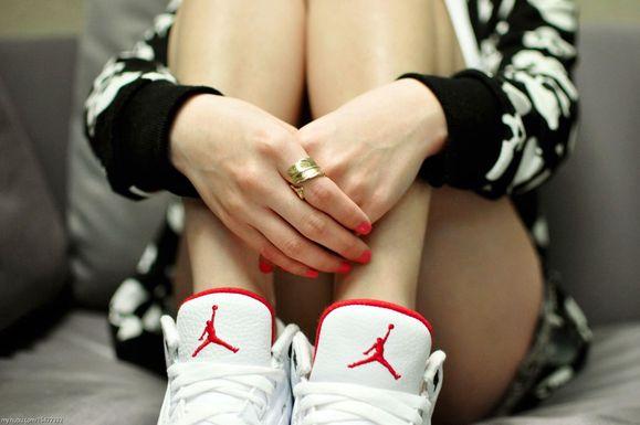 有没有女生穿aj系列球鞋的壁纸啊