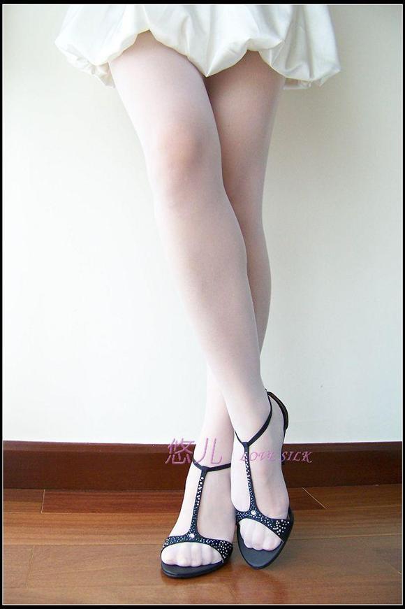 白丝美女 美腿吧