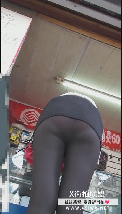 x街拍联盟超性感的黑色透明紧身裤小美女