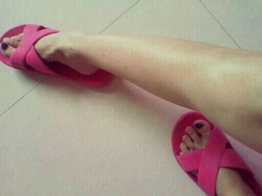 女生发微博说她脚受伤了