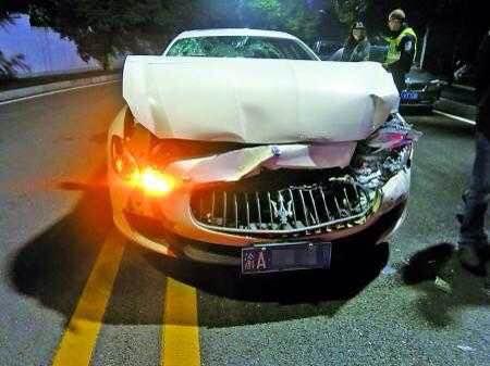 夫妻飙车吵架 玛莎拉蒂追撞路虎