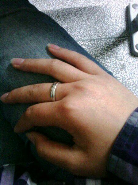 同一个戒指,曾经戴中指上图片