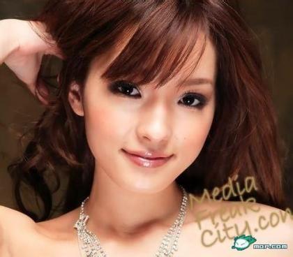 遥 めいV是一个高质量的女艺人,长得非常漂亮,尤其是脸蛋,既高贵又冷艳... 【飞蝗】发些你们不