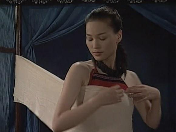 古代女扮男装还要裹着胸部吗图片