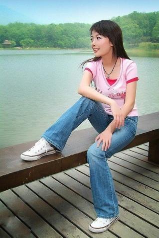 穿牛仔裤的美女