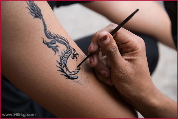 印度街头彩绘纹身图片图片