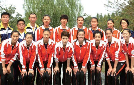 运动员中,包括曾入选过中国女排的44名新老国手.她们本赛季高清图片