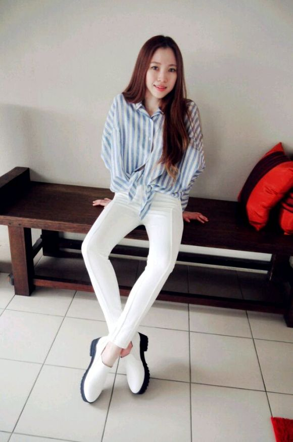 【戳进来】穿白裤子的女生并非都美女