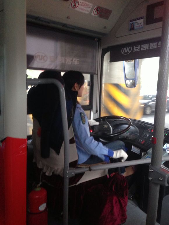 惊现合肥最美女公交司机!不服来辩