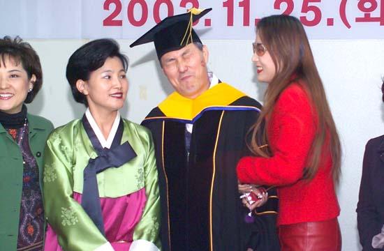 他又第二次成为韩国棋界的全冠王