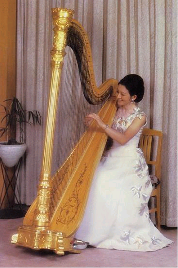 【日本皇室】日本美智子皇后的礼服