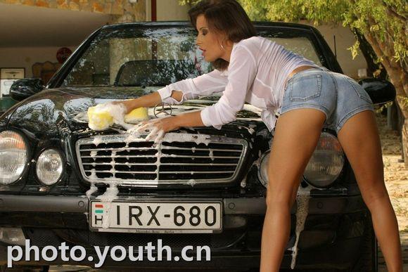 美女乳此洗车