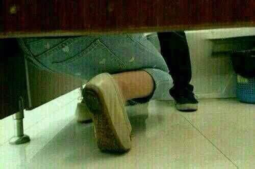 上厕所看到一女孩求婚
