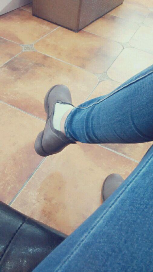 奇怪现在美女怎么穿鞋不穿袜子!