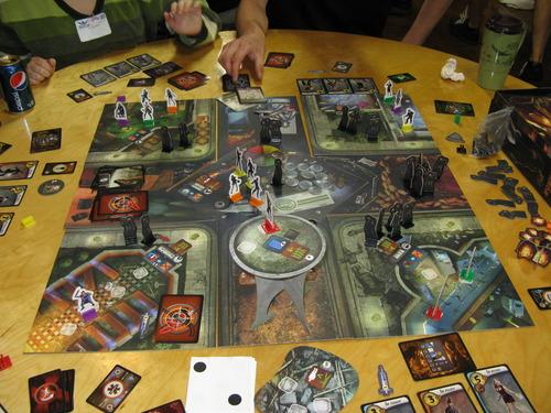 这款游戏是僵尸商场的升级版图片