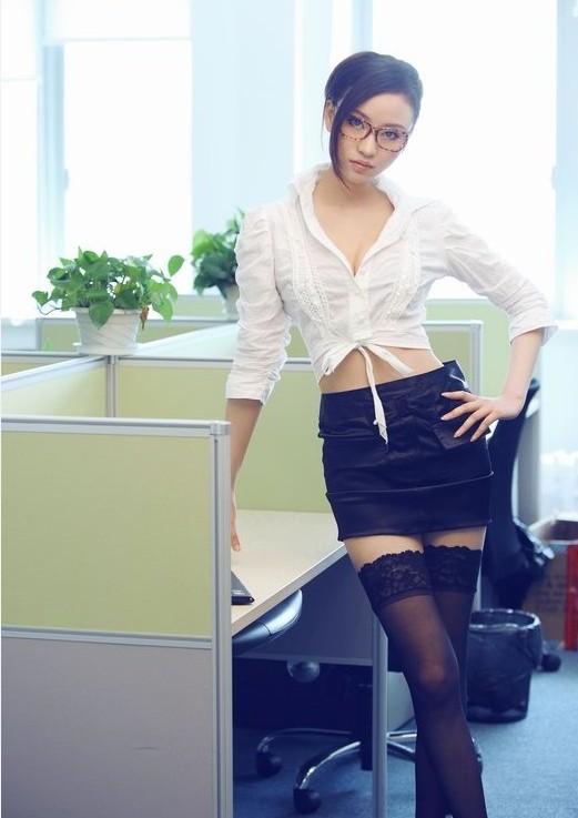 足球宝贝ol写真 变身性感黑丝女秘书