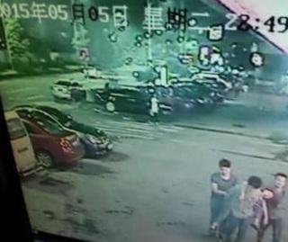 三名男子将醉酒女生抬至酒店性侵后死亡