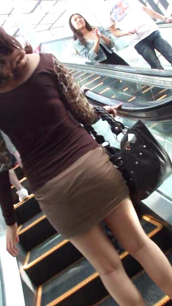 短裙 抄底图片