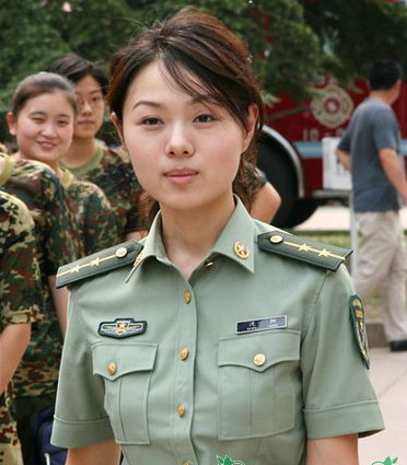 女兵性感一面:各国女兵军装照