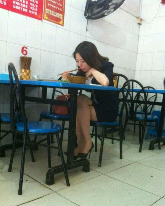 吃饭遇到的一个美女