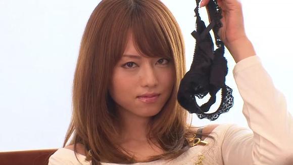 花冈实太 作品 和这个妹子演的,想知道这个妹子和作品
