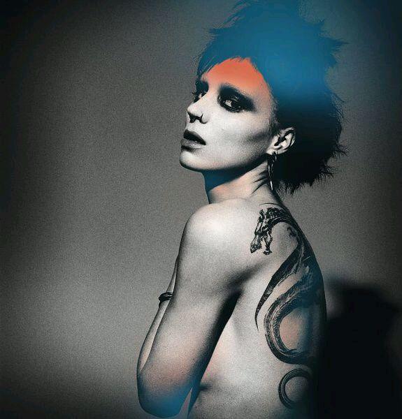 有看到《龙纹身的少女》吗?被女主角迷住了图片