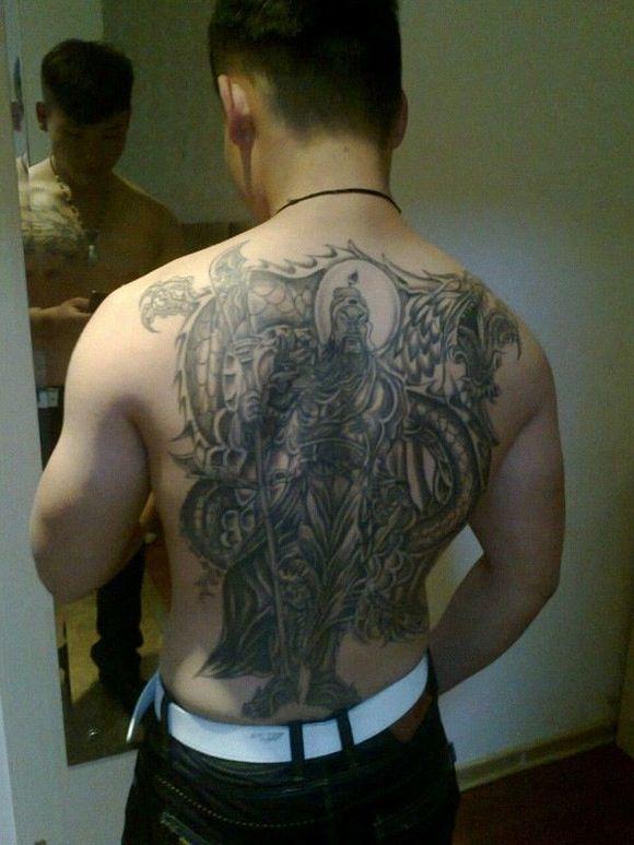 本屌下午去纹身,满背 你们有什么推荐码图片